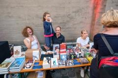 """sogar Bücher können Spaß machen (im Umfeld des Valentin-Karlstadt-Musäums"""")    → Foto: Herbert Becke"""