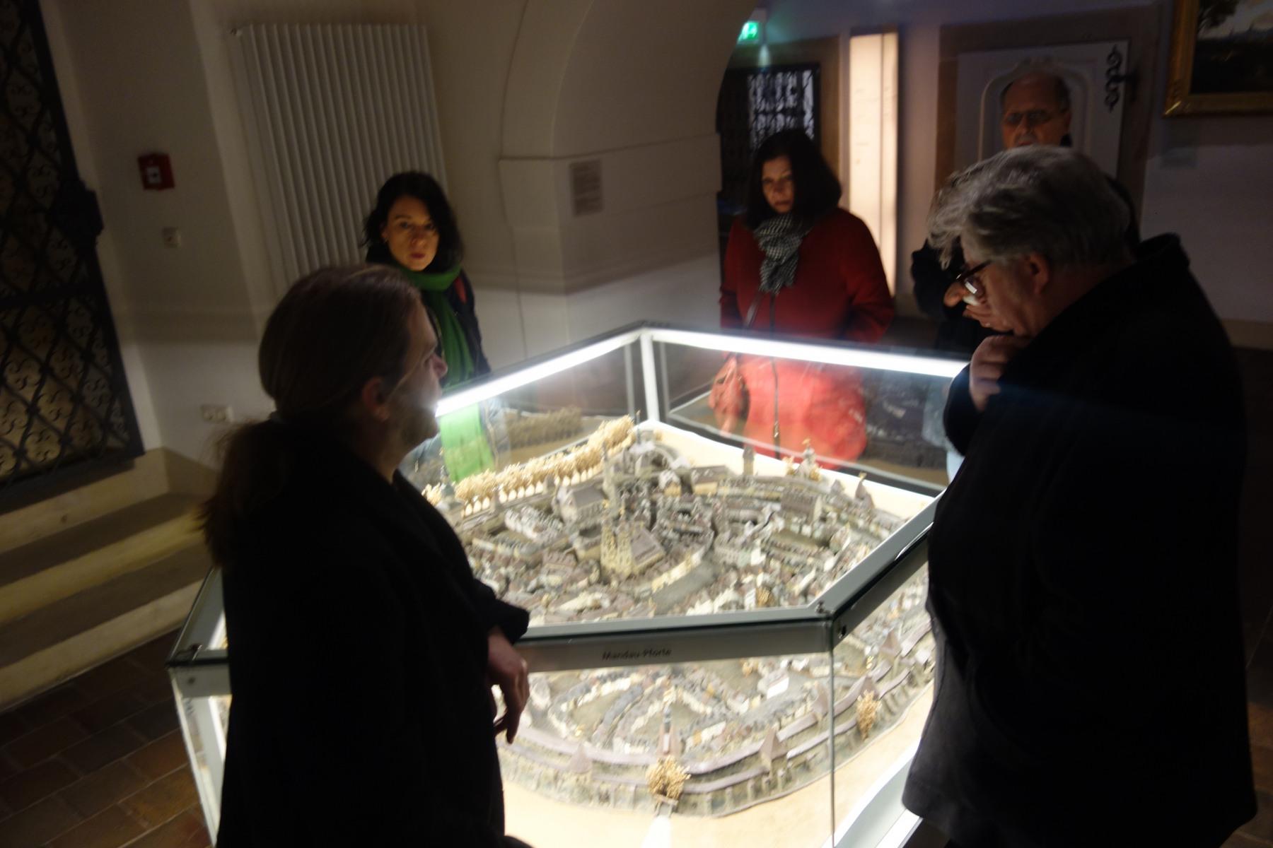 Besuch im Stadtmuseum, das in einem alten Franziskanerkloster beheimatet ist.  Zittau war im Mittelalter die zweigrößte Stadt Sachsens und erwarb seinen Reichtum durch die Produktion und den Handel mit Feinleinen und Damast.